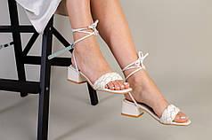 Шлепанцы-босоножки женские кожаные молочного цвета с квадратным каблуком