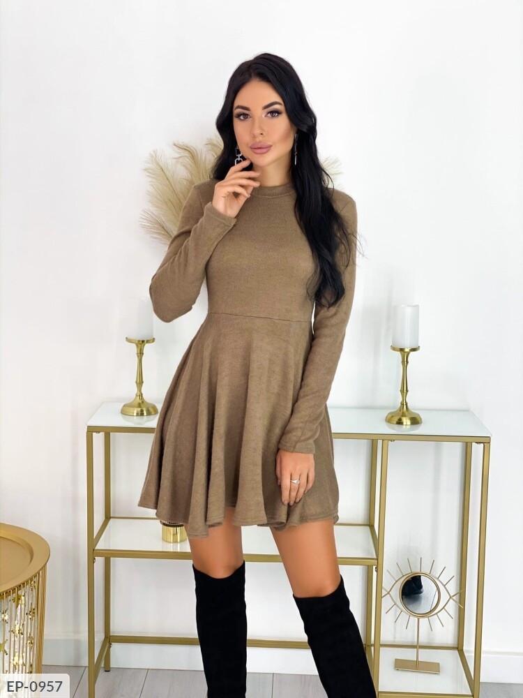 Платье с высокой талией и длинными рукавами