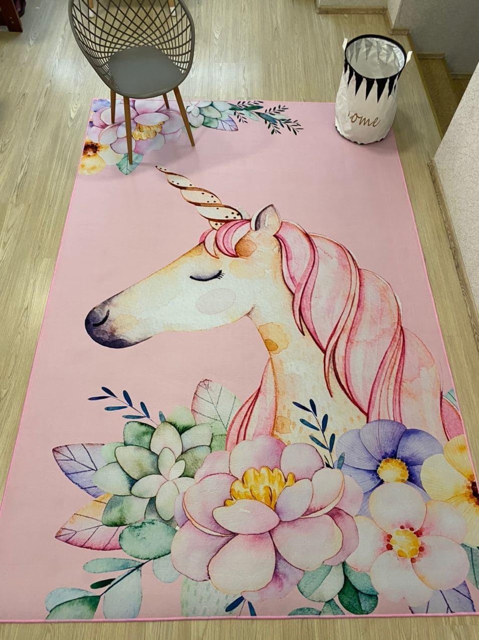 """Бесплатная доставка! Ковер в детскую  """"Единорог в цветах на розовом фоне""""(1.6*2.3 м)"""
