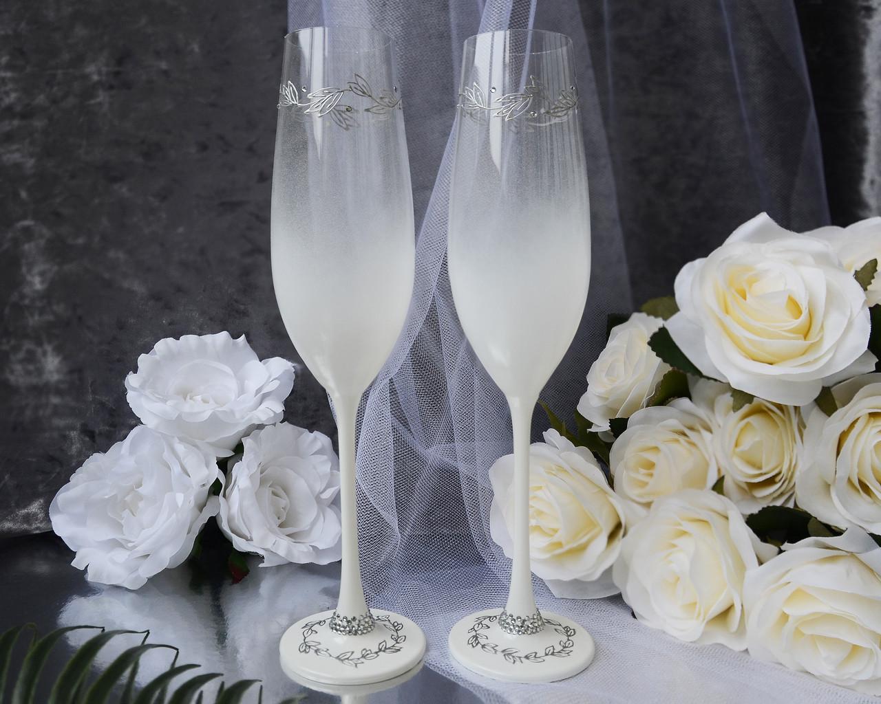 Свадебные бокалы со стразами и серебристой росписью