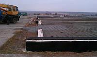 Устройство фундаментов и полов. Для строительства ангаров необходим точечный столбчатый фундамент. В данном случае устроен ростверк из монолитного бетона.