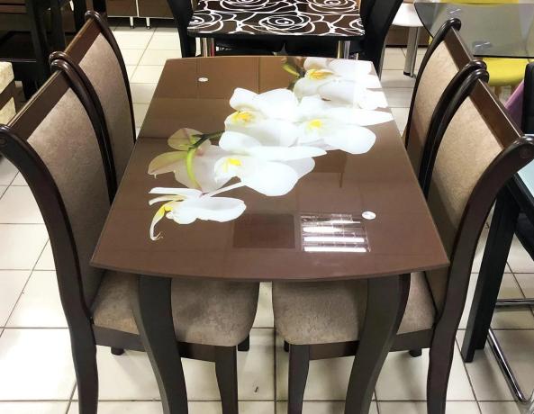Стеклянный стол на кухню на деревянных ножках ДКС Классик Антоник, цвет на выбор