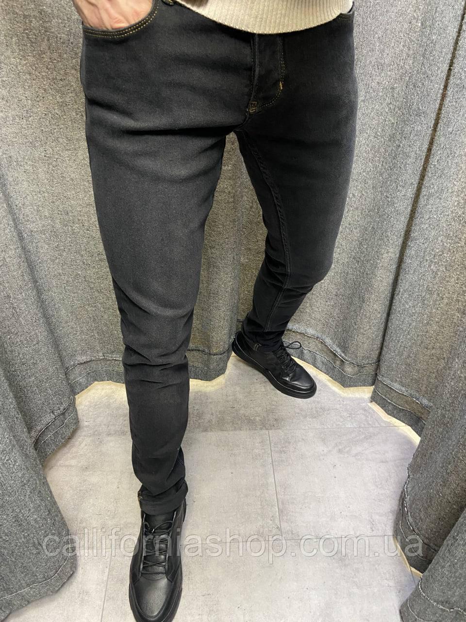 Мужские джинсы черные зауженные однотонные