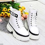 Молодежные яркие белые удобные женские ботинки с черным декором, фото 4