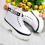 Молодежные яркие белые удобные женские ботинки с черным декором, фото 5