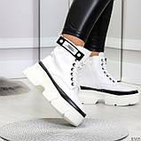 Молодежные яркие белые удобные женские ботинки с черным декором, фото 6