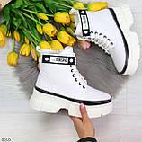 Молодежные яркие белые удобные женские ботинки с черным декором, фото 7