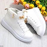 Белые женские кроссовки на флисе с ремешком на щиколотке и навесными замочками, фото 6