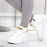 Белые женские кроссовки на флисе с ремешком на щиколотке и навесными замочками, фото 7