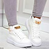 Белые женские кроссовки на флисе с ремешком на щиколотке и навесными замочками, фото 9