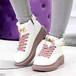 Белые розовые кроссовки на флисе с ремешком на щиколотке и навесными замочками, фото 7