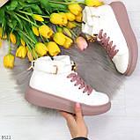 Белые розовые кроссовки на флисе с ремешком на щиколотке и навесными замочками, фото 8