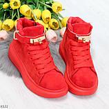 Яркие красные замшевые кроссовки на флисе с ремешком на щиколотке и навесными замочками, фото 8