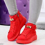 Яркие красные замшевые кроссовки на флисе с ремешком на щиколотке и навесными замочками, фото 10