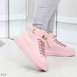 Розовые женские кроссовки на флисе с ремешком на щиколотке и навесными замочками, фото 2