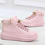 Розовые женские кроссовки на флисе с ремешком на щиколотке и навесными замочками, фото 3