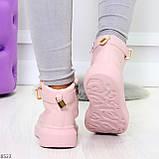 Розовые женские кроссовки на флисе с ремешком на щиколотке и навесными замочками, фото 4