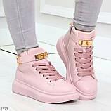 Розовые женские кроссовки на флисе с ремешком на щиколотке и навесными замочками, фото 5