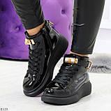 Черные глянцевые женские кроссовки с ремешком на щиколотке и навесными замочками, фото 9