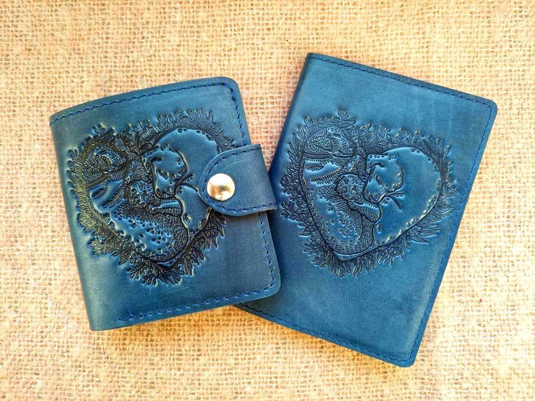 Маленький кожаный кошелек женский Собаки синий, Коты Птицы Восточный узор Цветы Подсолнух Солнце Петриковка