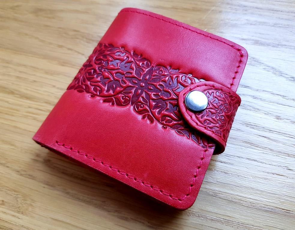 Маленький кожаный кошелек женский Перо Барханы Дюны красный, Восточный узор Цветы Подсолнух Солнце Птицы Коты