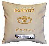 Автомобильная подушка с вышивкой логотипа Daewoo део подарок корпоративный, фото 5