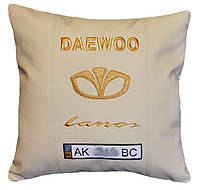 Автомобильная подушка сувенир в машину с вышивкой логотипа Daewoo део подарок корпоративный