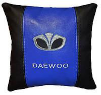 Автомобильная подушка с вышивкой логотипа Daewoo део подарок корпоративный