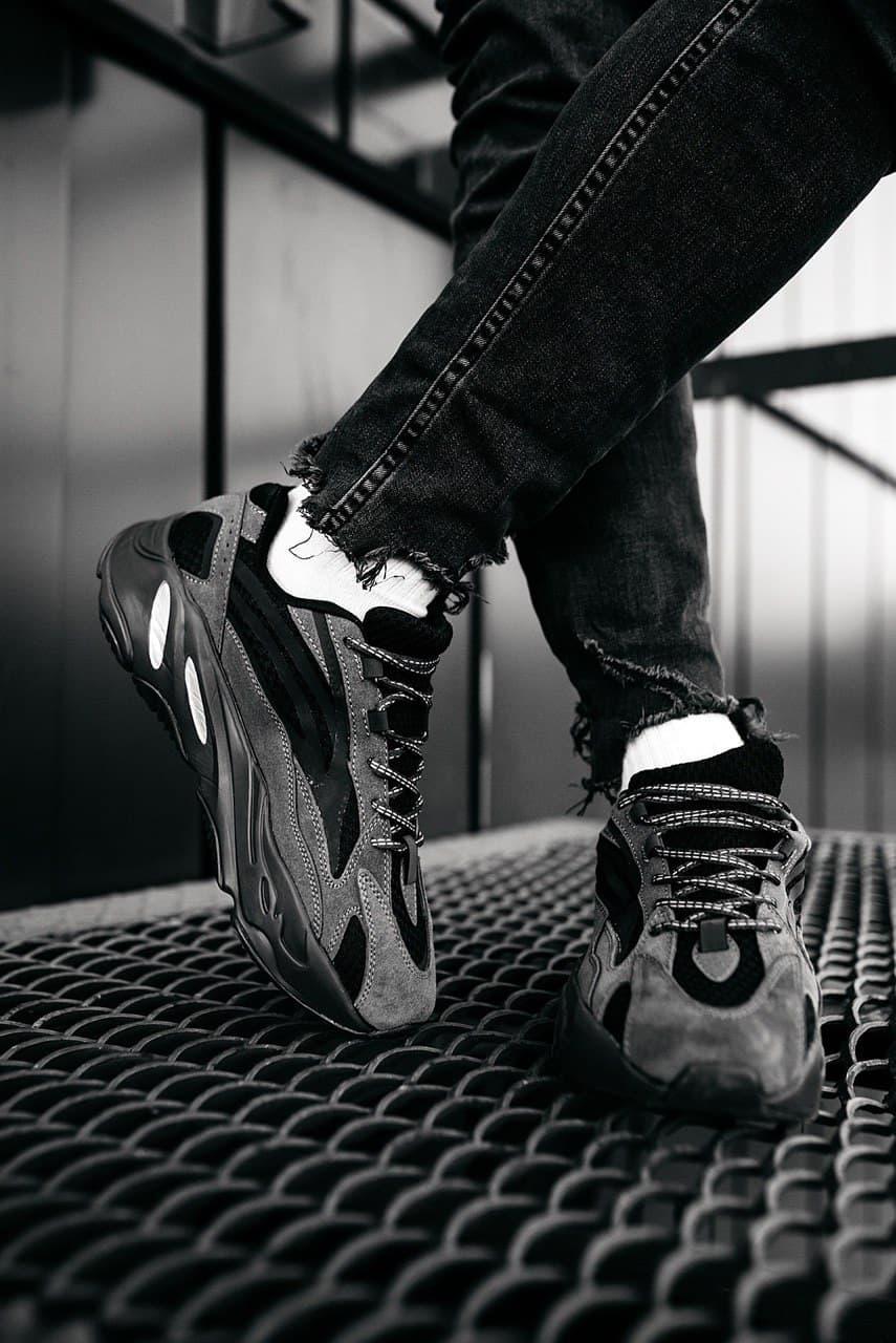 Кроссовки женские Adidas Wmns Yeezy Boost 700 V2 Teal Blue FW2499 Адидас Изи Буст (Non Reflective) Черные