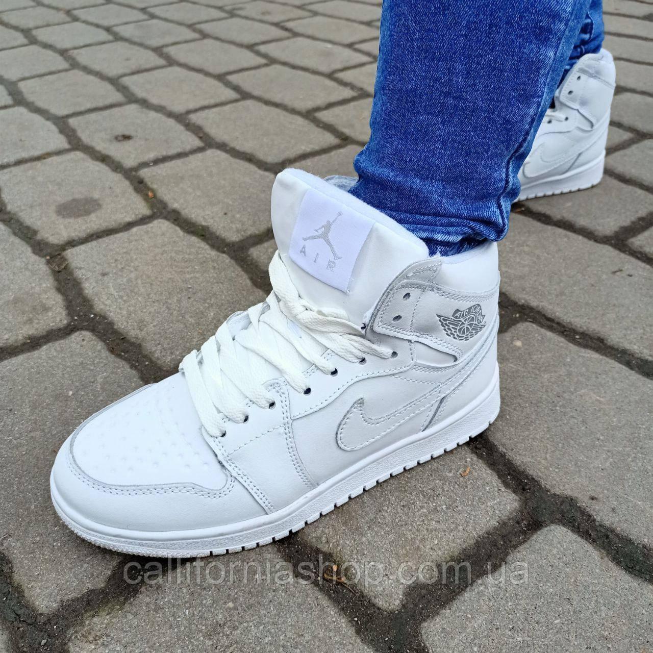 Кроссовки женские белые Nike Air Jordan 1 Retro Найк Аир Джордан 1 Ретро зимние кожаные на меху 36 размер