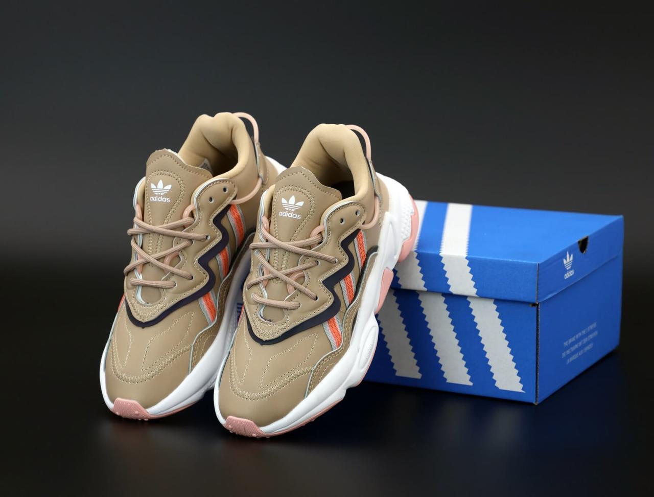 Женские кроссовки Adidas Ozweego бежевые