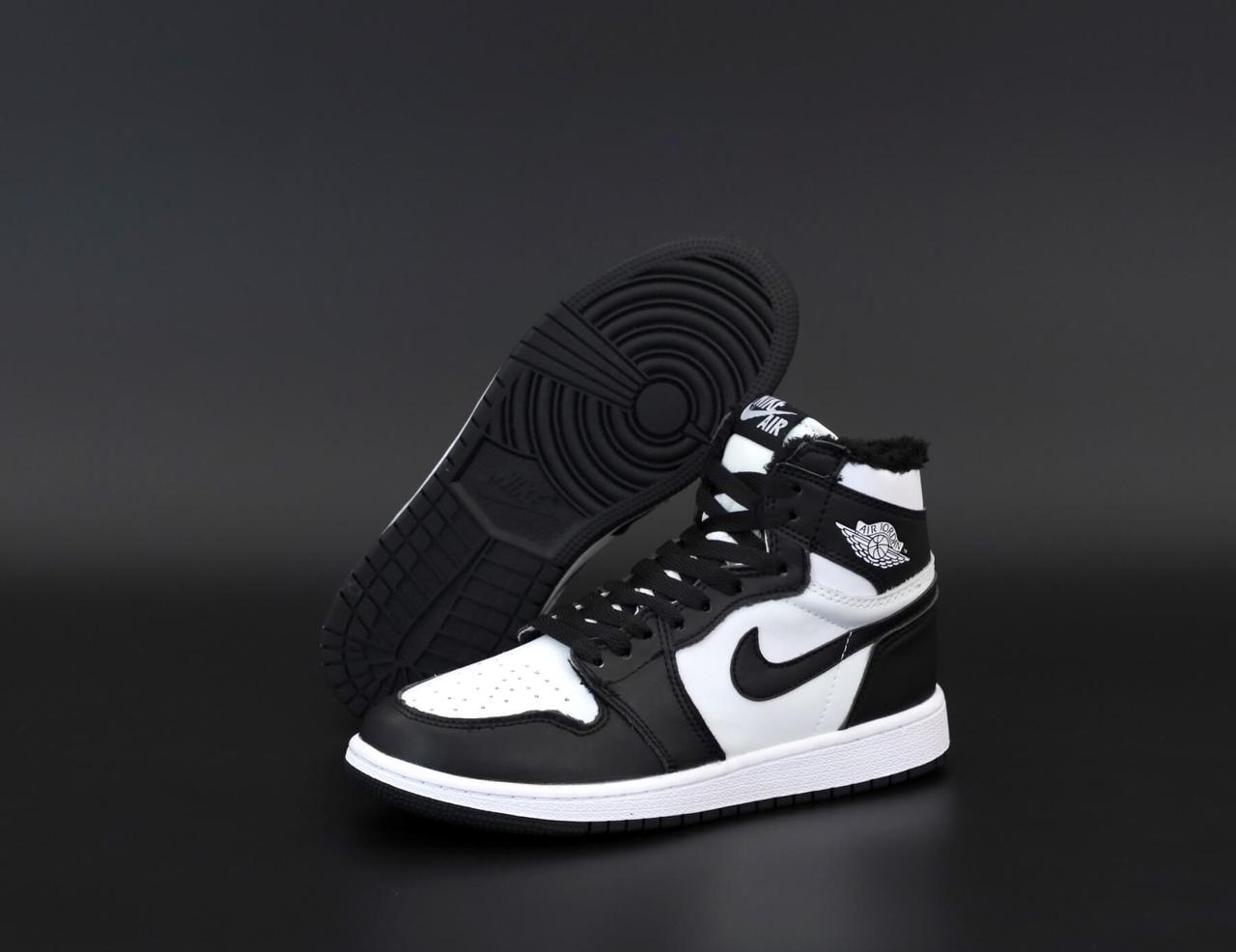 Высокие кроссовки на меху Nike Air Jordan Retro в черно-белом цвете (Найк Джордан мужские и женские размеры)