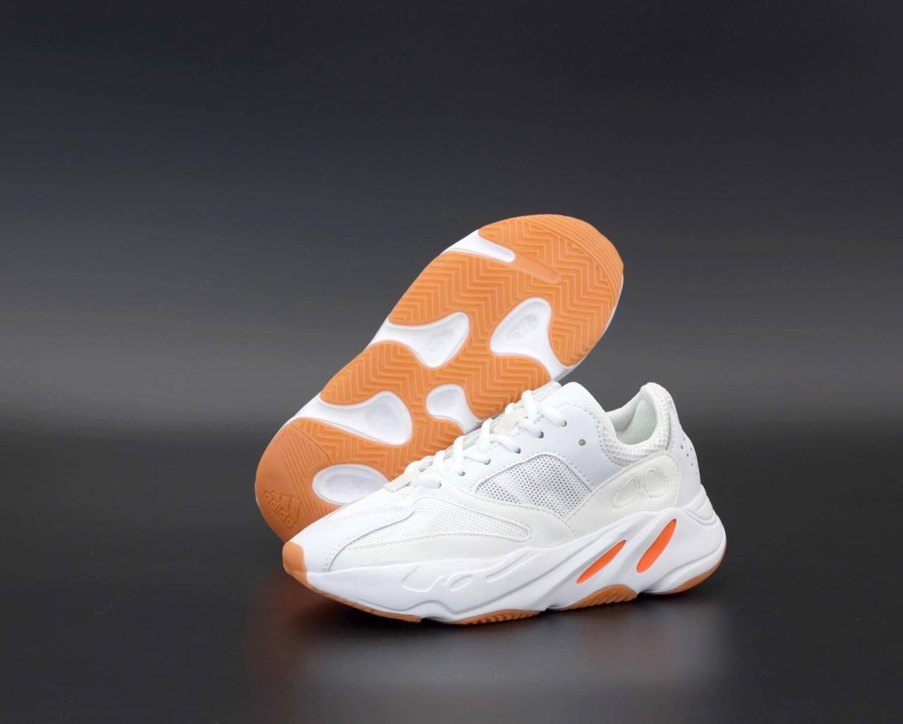 Женские белые кроссовки Адидас Изи Буст 700 (кроссовки Adidas Yeezy Boost 700 White) рефлективные вставки