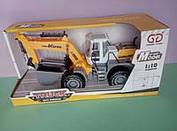 Большой трактор экскаватор