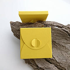 Подарунковий конверт-коробочка 70х70х8 мм з кольорового дизайнерського картону Жовтий