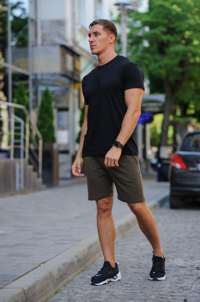 Летний комплект - черная футболка и хаки шорты