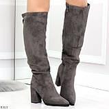 Элегантные серые замшевые высокие женские сапоги на удобном каблуке, фото 4