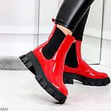 Эффектные брутальные красные лаковые женские высокие ботинки челси на флисе, фото 2