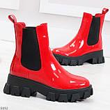 Эффектные брутальные красные лаковые женские высокие ботинки челси на флисе, фото 3