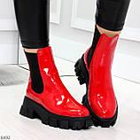 Эффектные брутальные красные лаковые женские высокие ботинки челси на флисе, фото 6