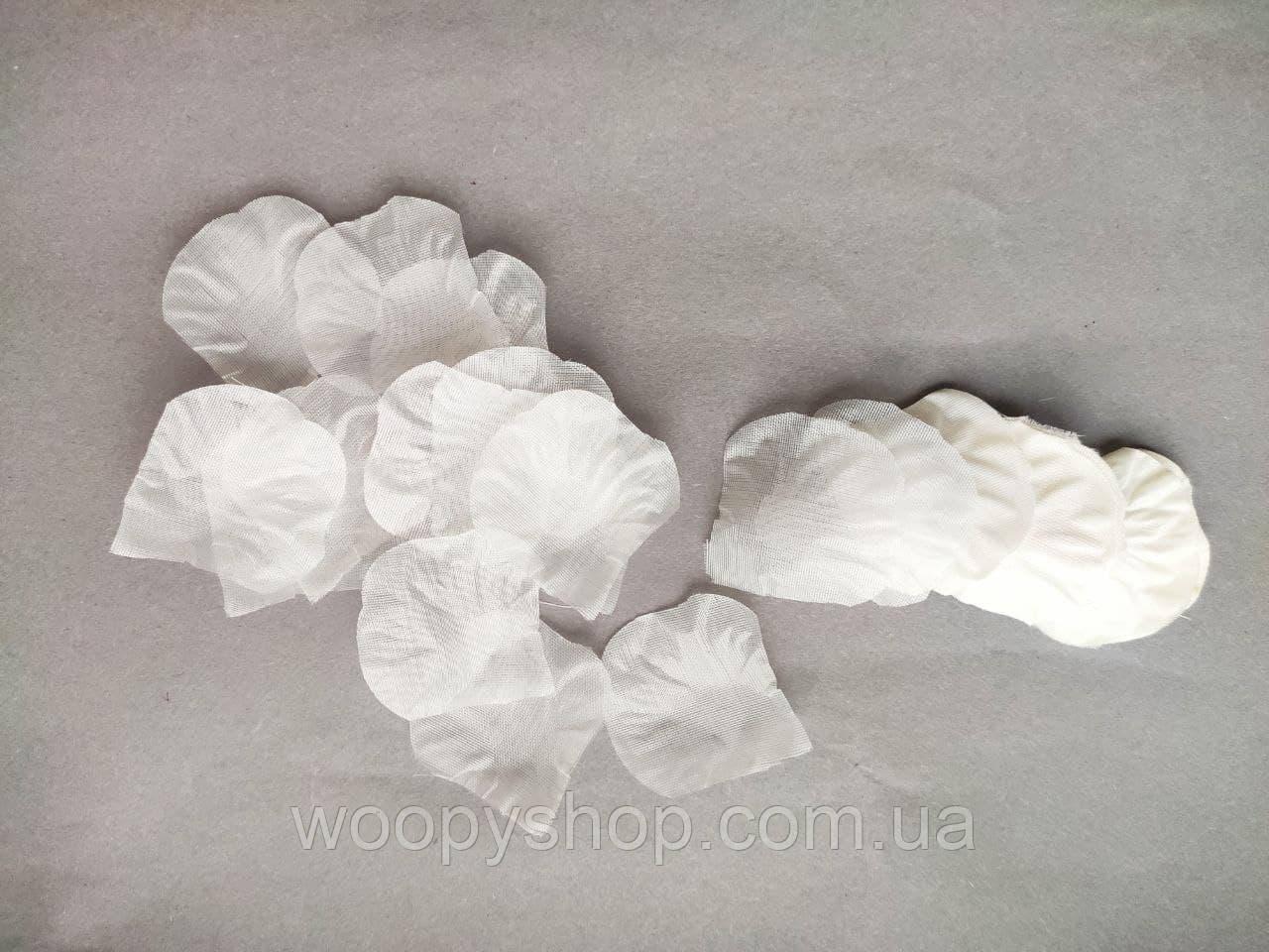 Лепестки роз искусственные многоразовые 100шт/уп 4,3*4,3см  Молочного цвета