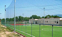 Сетка заградительная для ограждения стадионов, кортов, футбольных полей от производителя.