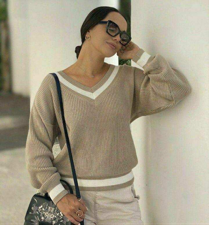Нежный шерстяной свитер с V-образным вырезом Maybe