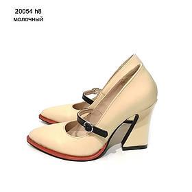 Туфли с фигурным каблуком и ремешком по подъему, каблук 8см, цвет молочный, в наличии размер 38