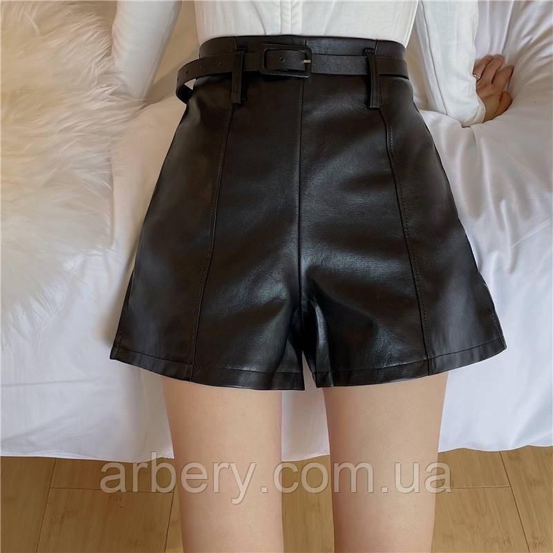 Женские кожаные шорты со швами