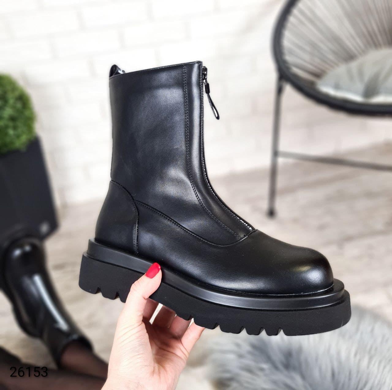 Женские демисезонные ботинки на высокой подошве и с надписями LS-26153
