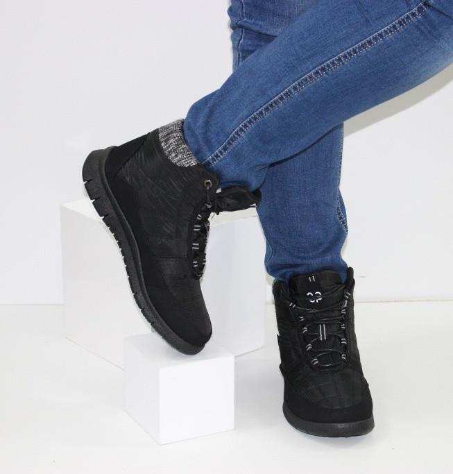 Женские низкие спортивные дутики черного цвета на шнурках