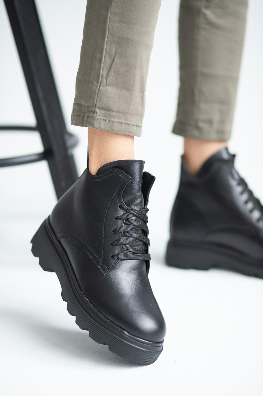 Женские ботинки кожаные зимние черные на меху Yuves 695