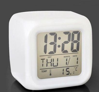 Часы кубик хамелеон светящиеся CX 508