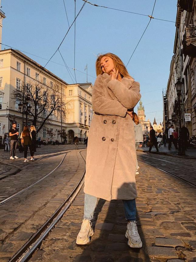 Шубка женская свободного кроя в стиле оверсайз, фото 2